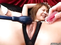 Teen shaved pussy oozes out from toys inside