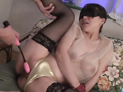 Japanese beauty babe gets her eyes tied up and pussy masturbated